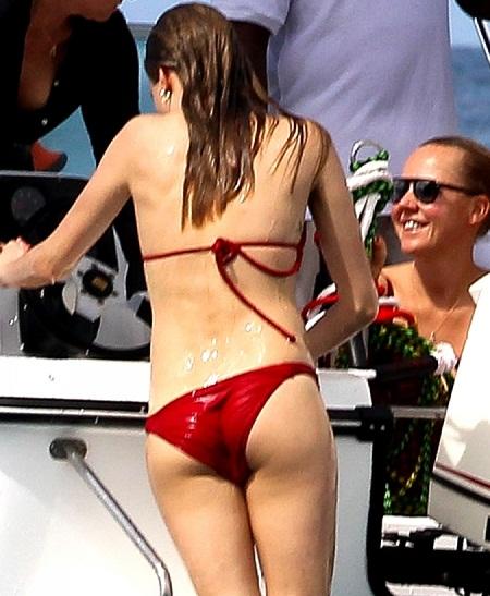 00_30_12_cara-delevingne-red-hot-bikini-in-barbados-3